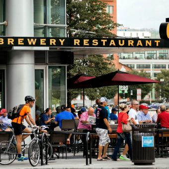 Grab dinner and a beer at the popular Gordon Biersch brewery restaurant.